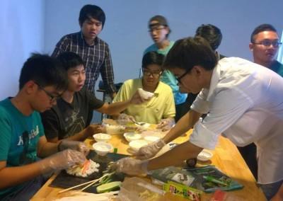 Workshop tự phát cách làm Sushi của các bạn học viên ADC